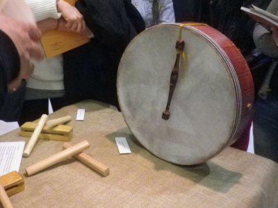 Bodrhan Ιρλανδέζικο τύμπανο, ξυλάκια και woodblock
