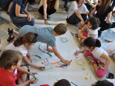 Τα παιδιά σχεδιάζουν τη γραφική τους παρτιτούρα